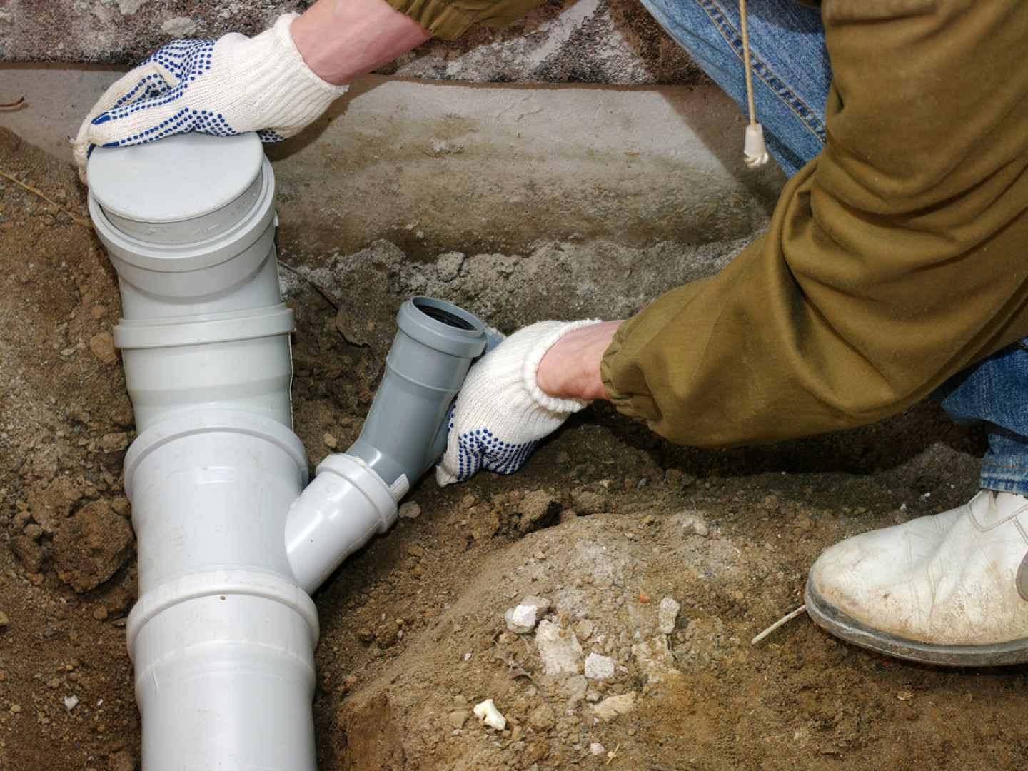 5 signs that you need a sewer line replacement